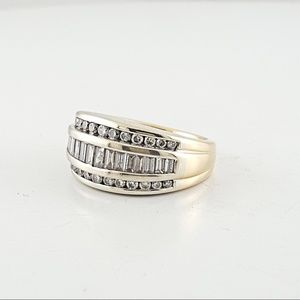 Jewelry - 14K Gold Round & Baguette Diamond Band Ring